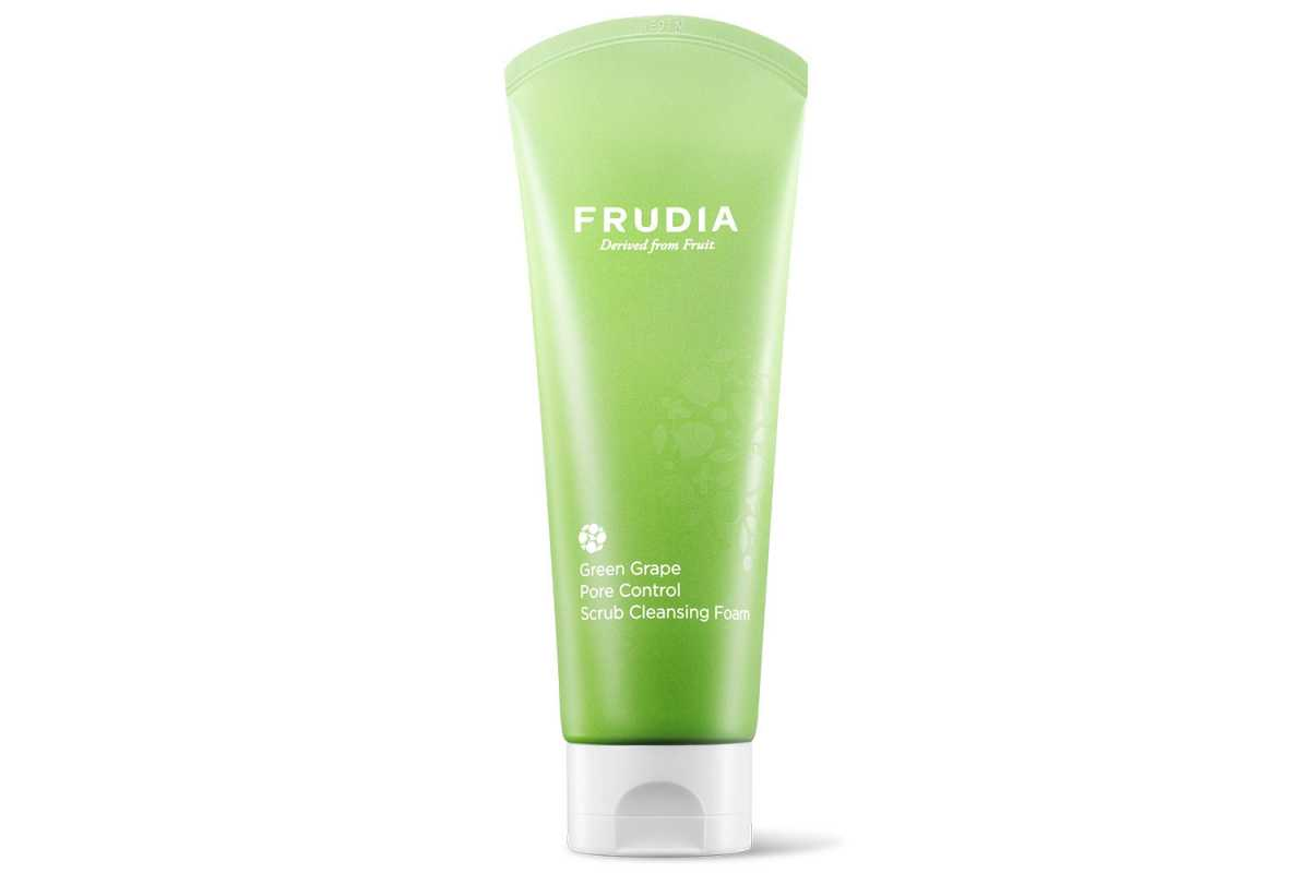Себорегулирующая пенка для лица Frudia Green Grape Pore Control Scrub Cleansing Foam - 145 мл